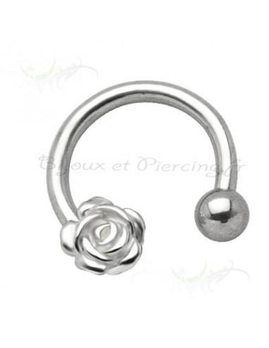 Piercing circulaire fleuri