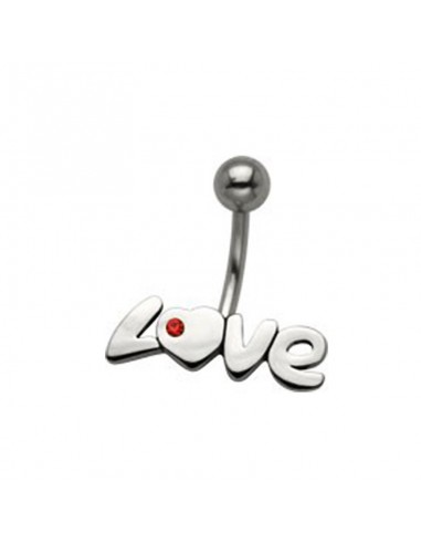 Piercing nombril coeur avec son inscription love