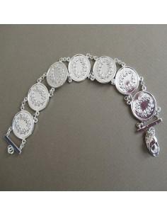 Bracelet composé de fausse pièce argent